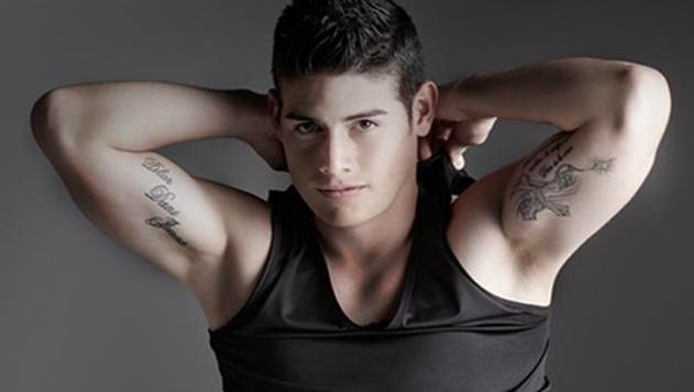 que tatuaje tiene James en el brazo