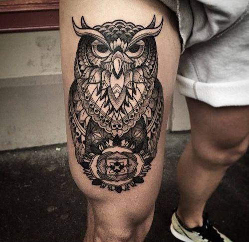 tatuaje en el muslo hombre
