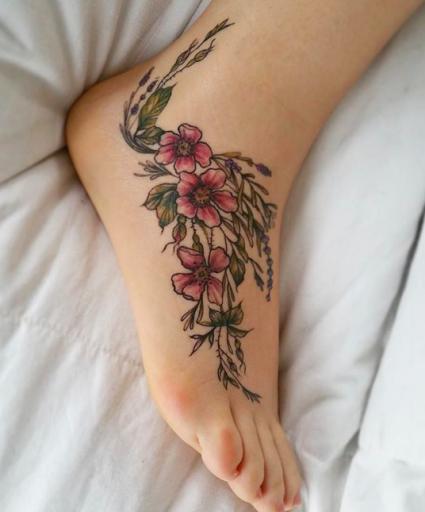 tatuaje en el pie mujer